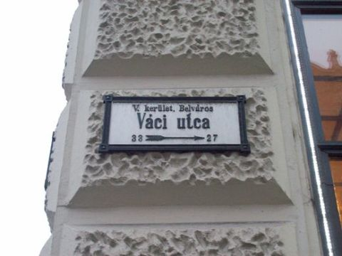 _Vaci_utca_street_sign-